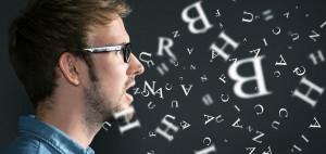 発音する男性写真