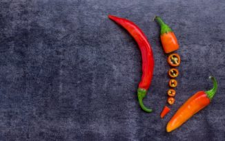 唐辛子の切り方で辛さは変わる?輪切りからペーストまで唐辛子の処理方法を詳しく解説します